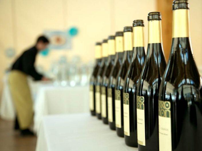 Selección de vinos en el salón de eventos