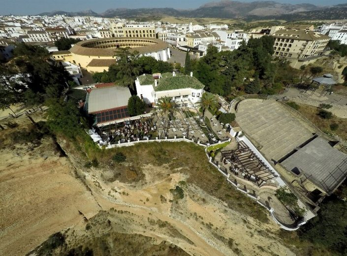 Vista del restaurante y plaza de toros de Ronda