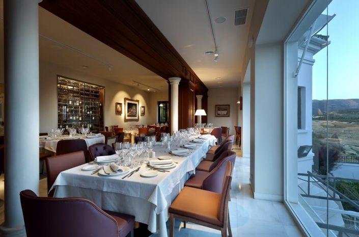 Mesa en planta alta del restaurante