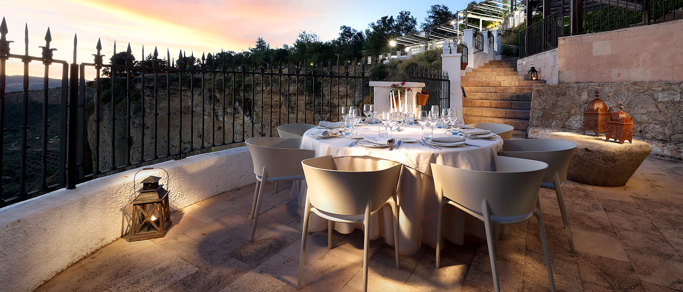 Vista de mesa en la terraza de Abades Ronda