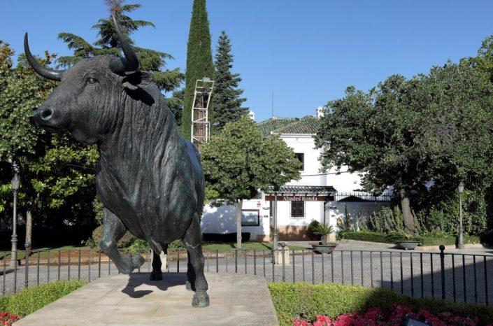 Plaza Maestranza de Ronda y entrada al restaurante