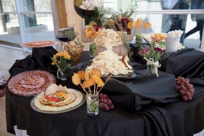 Buffet de chacinas ibéricas y quesos en restaurante Abades Ronda