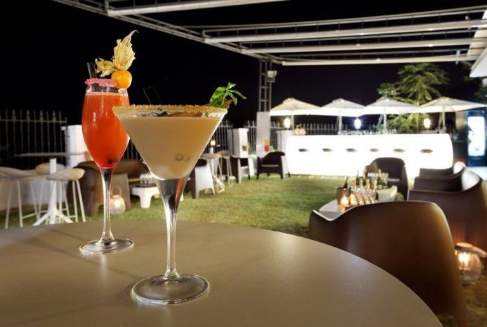 Bebidas cóctel para disfrutar al aire libre