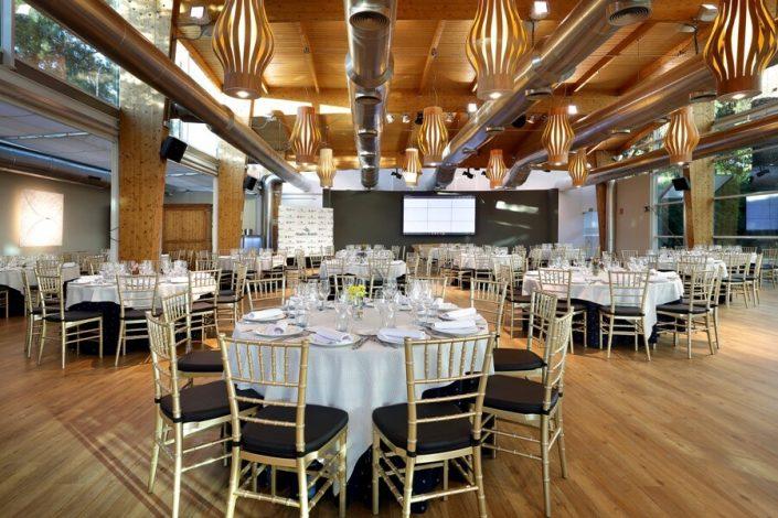 Sala de celebraciones pereparada para cena de gala